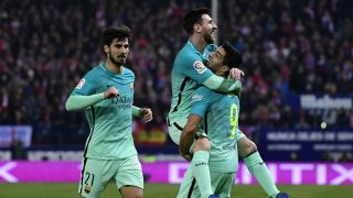 Barcelona's Argentinian forward Lionel Messi (C) celebrates a goal with Barcelona's Uruguayan forward Luis Suarez (R) beside Barcelona's Portuguese midfielder Andre Gomes during the Spanish Copa del Rey (King's Cup) semi final first leg football match Club Atletico de Madrid vs FC Barcelona at the Vicente Calderon stadium in Madrid on February 1, 2017. / AFP PHOTO / PIERRE-PHILIPPE MARCOU