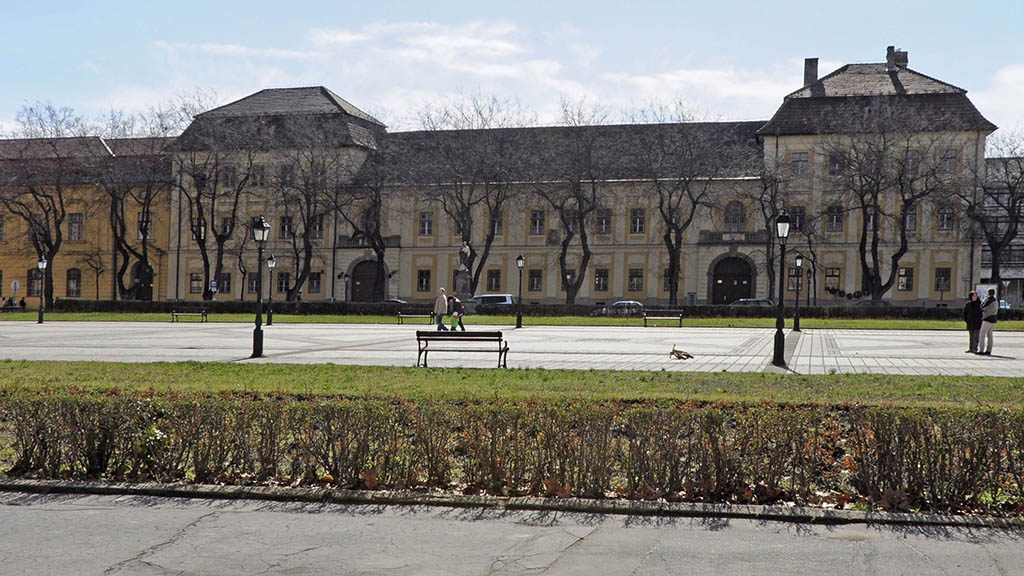 Vác, 2013. április 13.Az Apor Vilmos Katolikus Főiskola 1777-1783 között barokk stílusban épült épületete a Konstantin téren. MTVA/Bizományosi: Lehotka László ***************************Kedves Felhasználó!Az Ön által most kiválasztott fénykép nem képezi az MTI fotókiadásának, valamint az MTVA fotóarchívumának szerves részét. A kép tartalmáért és a szövegért a fotó készítője vállalja a felelősséget.