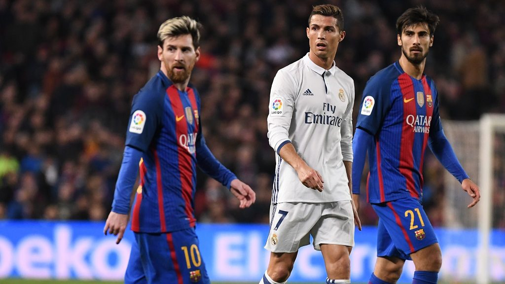 Cristiano Ronaldo of Real Madrid and Lionel Messi of FC Barcelona, with Andre Gomes (behind) during the Liga match between FC Barcelona and Real Madrid played at the Camp Nou, Barcelona, Spain, on December 3, 2016 - Photo Bagu Blanco / Backpage Images / DPPI