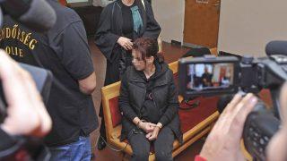 Budapest, 2016. november 3. A másfél éves kisfia megölésével gyanúsított nõ a Budakörnyéki Járásbíróságon 2016. november 3-án.  A 31 éves asszony az alapos gyanú szerint ceglédi otthonában olyan súlyosan bántalmazta másfél éves kisfiát, hogy már nem lehetett megmenteni a gyermek életét. A bíróság elõzetes letartóztatásba helyezte az anyát. MTI Fotó: Mihádák Zoltán