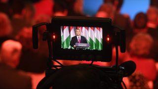 Budapest, 2017. február 10. Egy kamera kijelzõjén látszik, amint Orbán Viktor miniszterelnök hagyományos évértékelõ beszédét tartja a Várkert Bazárban 2017. február 10-én. MTI Fotó: Koszticsák Szilárd