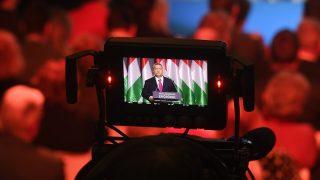 Budapest, 2017. február 10.Egy kamera kijelzőjén látszik, amint Orbán Viktor miniszterelnök hagyományos évértékelő beszédét tartja a Várkert Bazárban 2017. február 10-én.MTI Fotó: Koszticsák Szilárd
