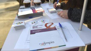 Budapest, 2017. január 19. A Momentum Mozgalom aktivistái aláírást gyûjtenek a Blaha Lujza téren 2017. január 17-én a 2024-es nyári olimpia budapesti megrendezése ellen. A Momentum az elkövetkezõ 30 napban azért gyûjt aláírásokat, hogy népszavazáson lehessen eldönteni Budapest rendezzen-e olimpiát, ha ennek jogát elnyeri a nemzetközi pályázaton. MTI Fotó: Bruzák Noémi
