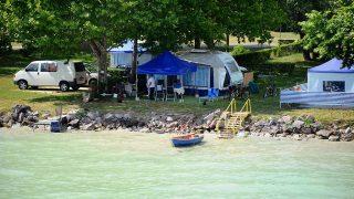 Balatonakali, 2011. július 2.Kempingezők a Balatonakalinál a vízparton.MTI Fotó: H. Szabó Sándor