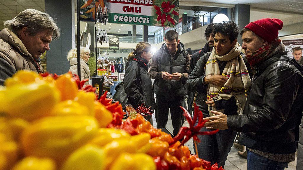 Budapest, 2014. október 30.Az első esti piac Budapesten, a Central Passage-ban 2014. október 30-án. A piac csütörtökönként délután 1 és este 9 óra között tart nyitva.MTI Fotó: Szigetváry Zsolt