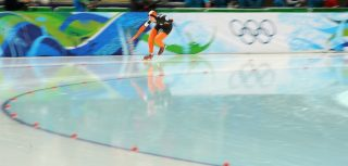 Elma de Vries of the Netherlands competes in the women's 2010 Winter Olympics 5,000m speedskating event at the Olympic Oval in Richmond, outside Vancouver, on February 24, 2010.            AFP PHOTO/Saeed KHAN / AFP PHOTO / SAEED KHAN