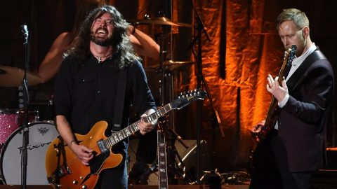 David Grohl (L) and the Foo Fighters perform during the 2017 MusiCares Person of the Year, honouring Tom Petty, in Los Angeles, California on February 10, 2017. / AFP PHOTO / Robyn BECK