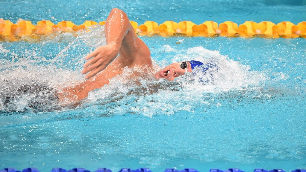 Dual Olympic champion Grant Hackett swims to finish third in the 400-metres freestyle final in his comeback swim after seven years out of the pool at Australia's world championship trials in Sydney on April 3, 2015. The 34-year-old, in his first major meet since the 2008 Beijing Olympics, clocked three minutes, 46.53 seconds to finish with the bronze medal behind Mack Horton (3:42.84) and defending champion David McKeon (3:44.28) AFP PHOTO/Peter PARKS  IMAGE STRICTLY FOR EDITORIAL USE - STRICTLY NO COMMERCIAL USE / AFP PHOTO / PETER PARKS