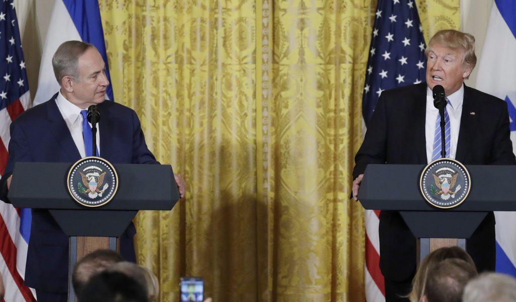 Washington, 2017. február 15. Donald Trump amerikai elnök (j) és Benjámin Netanjahu izraeli kormányfõ sajtótájékoztatót tart a washingtoni Fehér Házban 2017. február 15-én. (MTI/AP/Evan Vucci)