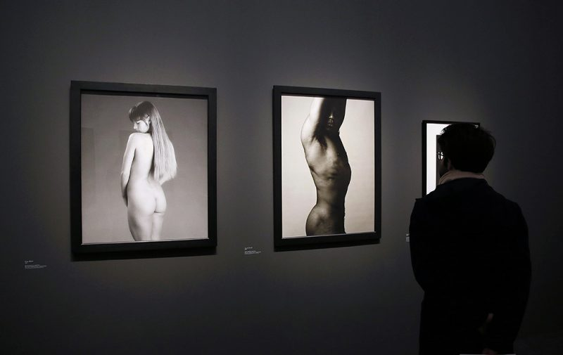 A visitor looks at photographs by the late US photographer Robert Mapplethorpe during the opening of an exhibition featuring his work at the Grand Palais in Paris on March 24, 2014. AFP PHOTO / PATRICK KOVARIKRESTRICTED TO EDITORIAL USE, MANDATORY MENTION OF THE ARTIST UPON PUBLICATION, TO ILLUSTRATE THE EVENT AS SPECIFIED IN THE CAPTION / AFP PHOTO / PATRICK KOVARIK