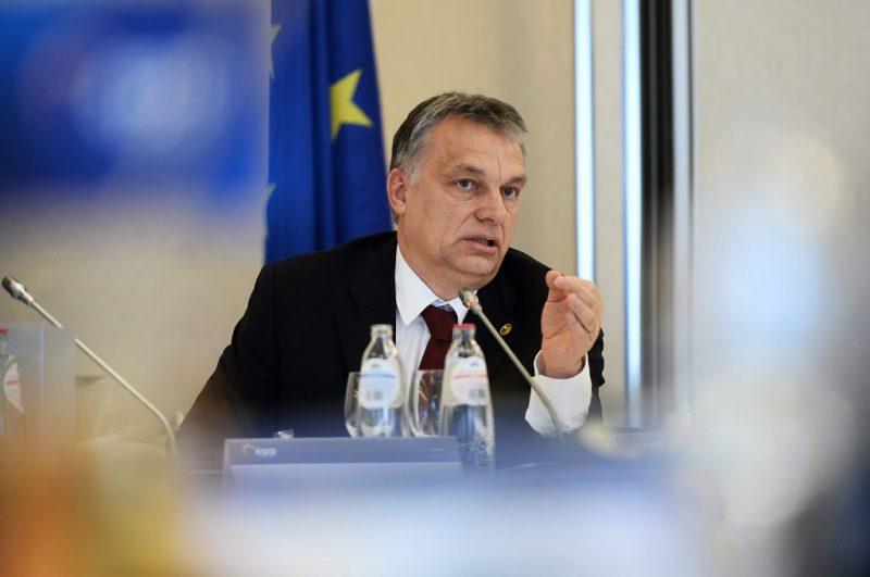 Brüsszel, 2016. február 18.Az Európai Néppárt (EPP) által közreadott képen Orbán Viktor miniszterelnök beszél a konzervatív Európai Néppárt csúcsértekezletén az EU-tagországok állam- és kormányfőinek kétnapos csúcstalálkozója előtt 2016. február 18-án. (MTI/Európai Néppárt)