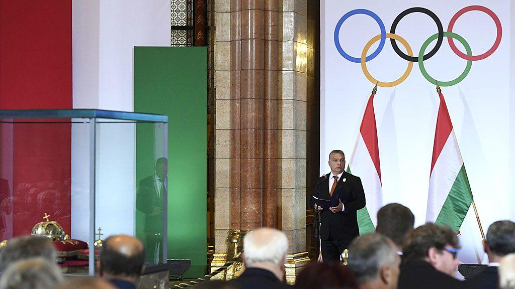 Budapest, 2016. szeptember 23.Orbán Viktor miniszterelnök beszédet mond a Rio de Janeiró-i olimpián és paralimpián eredményesen szerepelt magyar sportolók tiszteletére tartott ünnepségen az Országház kupolatermében 2016. szeptember 23-án.MTI Fotó: Koszticsák Szilárd