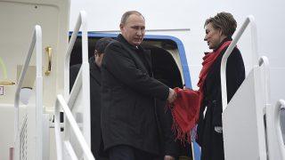 Budapest, 2017. február 2.Vlagyimir Putyin orosz elnök kiszáll repülőgépéből Budapesten, a Liszt Ferenc-repülőtéren 2017. február 2-án.MTI Fotó: Kovács Tamás