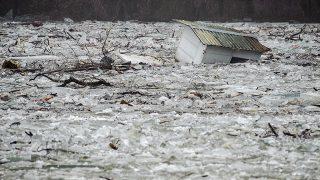 Tiszafüred, 2017. február 15.A jégzajlásban sodródó halászkunyhó a Tiszafüredhez tartozó Tiszaörvénynél 2017. február 15-én. A jégtorlasz lassan halad lefelé a folyón, harmadfokú árvízvédelmi készültség van a Tisza bal partján Tiszafüred és Tiszakeszi között, valamint a Tisza-tó menti védvonalakon.MTI Fotó: Czeglédi Zsolt