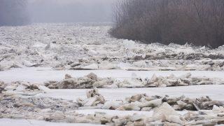 Tiszaladány, 2017. február 12. Összetorlódott jégtáblák a Tiszán, Tiszaladány határában 2017. február 12-én. MTI Fotó: Balázs Attila