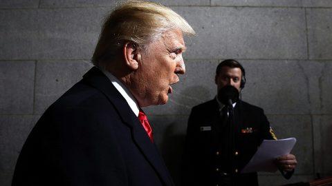 Washington, 2017. január 20.Donald Trump megválasztott amerikai elnök közvetlenül a beiktatási ünnepsége előtt Washingtonban 2017. január 20-án. Trumpot az Egyesült Államok 45. elnökeként iktatják be hivatalába. (MTI/EPA pool/Win McNamee)