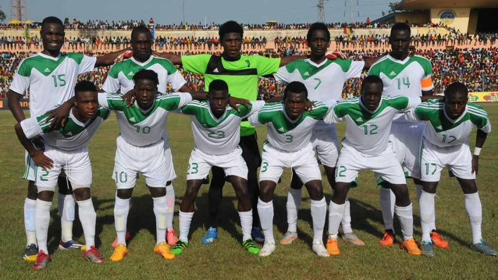 Malawi's National football team players (From L, back row) Robert Ng'ambi (15), Chiukepo Msowoya, goalkeeper Brightone Munthali, Harry Nyirenda (7), defender and captain Limbikani Mzava (14), (Front row, From L) Stanley Sanudi (2), Joseph Kamwendo (10), Micium Mhone (23), Chimango Kayira (12), Francis Mulimbika (3) and John Banda (17) pose prior to the 2017 African Cup of Nations football match between Guinea and Malawi at the 28 September Stadium in Conakry on March 25, 2016.   / AFP PHOTO / CELLOU BINANI