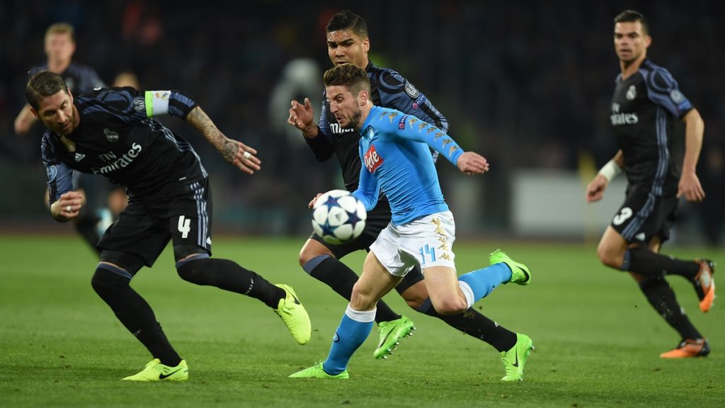 Napoli's forward from Belgium Dries Mertens (C) vies with Real Madrid's defender Sergio Ramos (L), Real Madrid's Portuguese defender Pepe (R) and Real Madrid's Brazilian midfielder Casemiro during the UEFA Champions League football match SSC Napoli vs Real Madrid on March 7, 2017 at the San Paolo stadium in Naples. / AFP PHOTO / Filippo MONTEFORTE