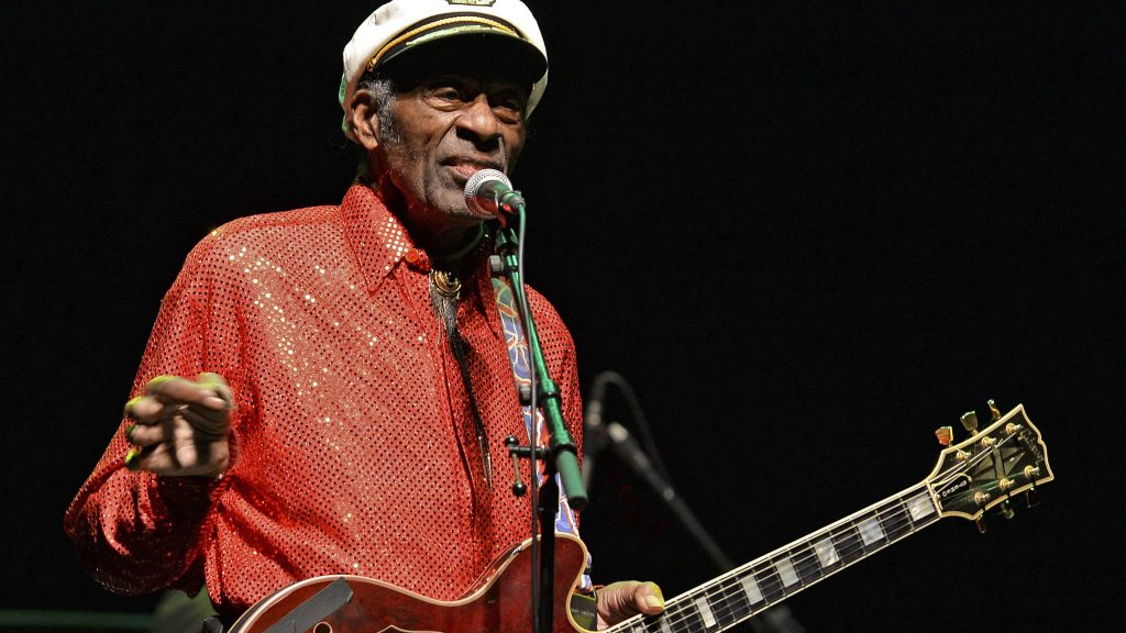 Legendary US singer and composer Chuck Berry, one of the pioneers of rock-and-roll, performs at a concert in Montevideo on April 15, 2013.  AFP PHOTO/Pablo PORCIUNCULA / AFP PHOTO / PABLO PORCIUNCULA
