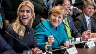 Ivanka Trump (L) speaks next to German chancellor Angela Merkel (2-L) during a meeting with industry representatives in Washington, US, 17 March 2017. Merkel and Trump met at the White House for the first time. Photo: Michael Kappeler/dpa
