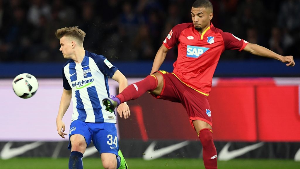 Berlin's Maximilian Mittelstaedt (L) and Hoffenheim's Jeremy Toljan vie for the ball during the German Bundesliga soccer match between Hertha BSC vs. 1899 Hoffenheim in the Olymipa Stadium in Berlin, Germany, 31 March 2017.   (EMBARGO CONDITIONS - ATTENTION: Due to the accreditation guidlines, the DFL only permits the publication and utilisation of up to 15 pictures per match on the internet and in online media during the match.) Photo: Soeren Stache/dpa