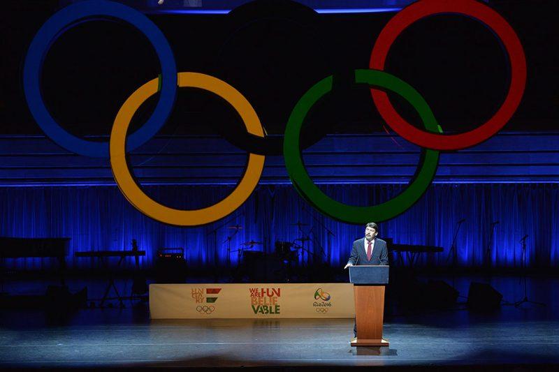 Budapest, 2016. július 7.Áder János köztársasági elnök beszédet mond a riói nyári olimpián résztvevő magyar sportolók ünnepélyes fogadalomtétele előtt a Művészetek Palotájában 2016. július 7-én.MTI Fotó: Máthé Zoltán