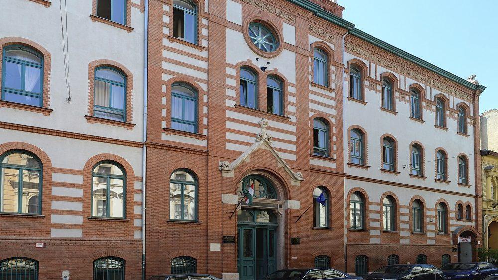 Budapest, 2016. június 30. A Semmelweis Egyetem Egyetemi Gyógyszertár Gyógyszerügyi Szervezési Intézetének épülete a fõváros IX. kerületében, a Hõgyes Endre utca 7-ben. MTVA/Bizományosi: Róka László  *************************** Kedves Felhasználó! Ez a fotó nem a Duna Médiaszolgáltató Zrt./MTI által készített és kiadott fényképfelvétel, így harmadik személy által támasztott bárminemû – különösen szerzõi jogi, szomszédos jogi és személyiségi jogi – igényért a fotó készítõje közvetlenül maga áll helyt, az MTVA felelõssége e körben kizárt. *** Local Caption *** A Budai Arborétum az ország egyik leggazdagabb arborétuma övezi a kertészeti felsõoktatás fellegvárának keretet adó Szent István Egyetem budai campusának épületegyüttesét. Az arborétum a Gellért-hegy déli lábánál terül el, a Villányi út–Szüret utca–Somlói út között. Területét a Ménesi út két, korban és jellegben elváló részre osztja: az Alsó és a Felsõ Kertre.