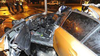 Budapest, 2017. március 18.Összetört személygépkocsi a III. kerületben, a Szentendrei úton, miután összeütközött egy másik autóval 2017. március 18-án. A balesetben ketten meghaltak.MTI Fotó: Mihádák Zoltán