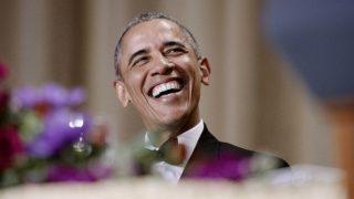 Barack Obama ököllel és fegyverrel megy az ellenfeleinek 537308cc54