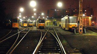 Budapest, 2010. január 13.Üres járművek állnak az albertfalvi villamosremízben a határozatlan idejű BKV-sztrájk második napján.MTI Fotó: Czimbal Gyula