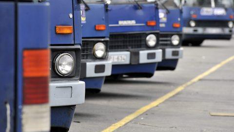 Budapest, 2013. július 19. Ikarus autóbuszok sorakoznak a BKV dél-pesti buszgarázsának parkolójában, a XVIII. kerületi Méta utcában 2013. július 18-án.MTI Fotó: Máthé Zoltán
