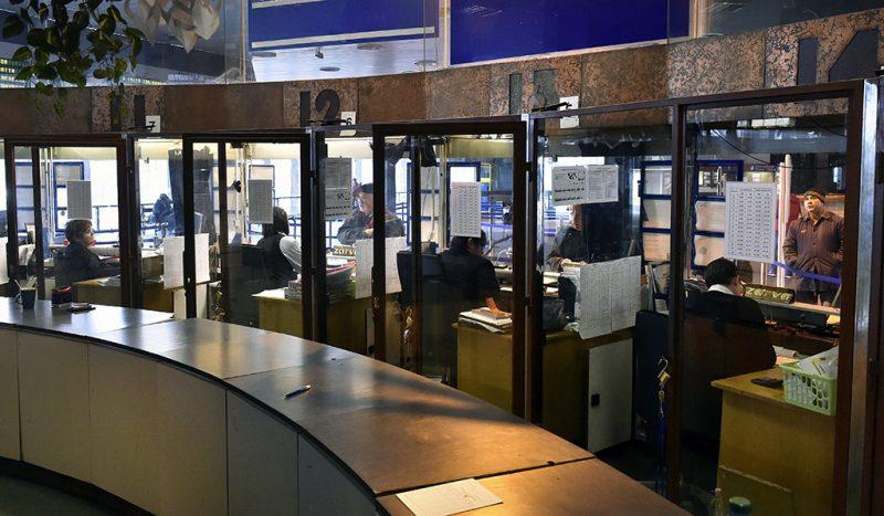 Budapest, 2017. február 14.A MÁV Déli pályaudvarnál lévő pénztárcsarnoka, ahol bemutatták a bérletvásárlást személyi igazolvány segítségével 2017. február 14-én. Az új típusú személyi igazolványra is föl lehet tölteni a vasúti bérletet, a szolgáltatást a Budapest-Pusztaszabolcs vonalon kísérleti jelleggel vezette be a MÁV-Start Zrt.MTI Fotó: Máthé Zoltán
