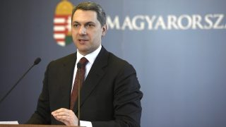 Budapest, 2017. március 30. Lázár János, a Miniszterelnökséget vezetõ miniszter szokásos heti sajtótájékoztatóját tartja az Országházban 2017. március 30-án. MTI Fotó: Bruzák Noémi