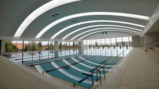 Szentendre, 2009. április 21.A jövő hónaptól megnyíló szentedrei Vizes nyolcas uszoda és wellnessközpont 33 méteres medencéje. Szentendrén 2009. május 1-jén nyit a Vizes nyolcas uszoda és wellnessközpont. A komplexum első szintjén található az uszoda, amely lelátóval ellátott, 33 méteres és 8 pályás úszómedencével várja a sportolni vágyókat, valamint a kisgyermekek részére egy tanmedence is kialakításra kerül. Az uszoda mellett, szintén az első emeleten található a Wellness Paradicsom.MTI Fotó: Beliczay László