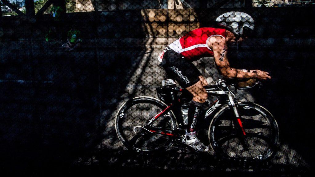 Budapest, 2016. július 30.Egy résztvevő kerékpározik az Ironman 70.3 triatlonversenyen Budapesten 2016. július 30-án.MTI Fotó: Balogh Zoltán