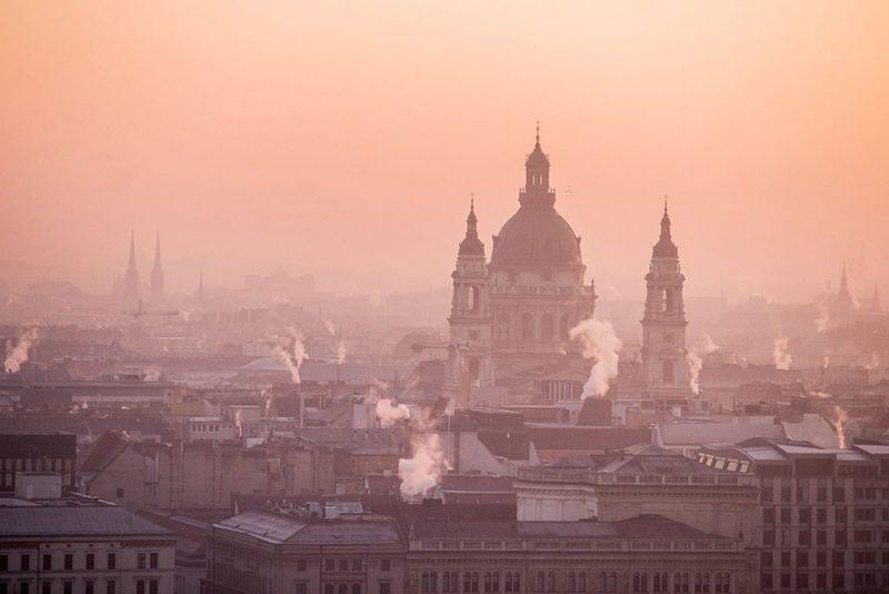 Budapest, 2016. december 31.A Szent István-bazilika napkeltekor Budapesten 2016. december 31-én.MTI Fotó: Balogh Zoltán