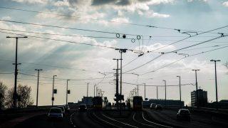 Budapest, 2017. március 11. Jármûvek a fõvárosi Petõfi hídon a tavaszias idõben 2017. március 11-én. MTI Fotó: Balogh Zoltán