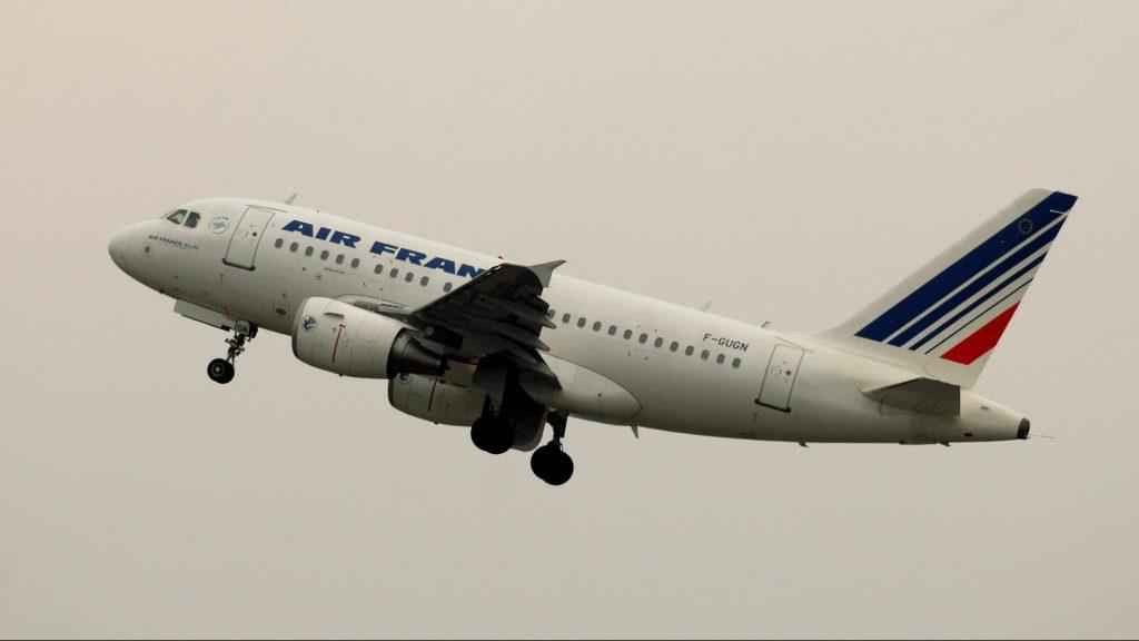 Vecsés, 2010. március 4. Az Air France francia légitársaság Airbus A310 típusú repülõgépe száll fel a Ferihegyi repülõtéren 2010. március 4-én. MTI Fotó: H. Szabó Sándor