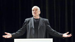 Győr, 2015. május 5.Gáti Oszkár színész, a Menház Színpad vezetője bemutatkozó sajtótájékoztatót tart a győri kamaraszínházban 2015. május 5-én. A színház május 7-én nyílik.MTI Fotó: Krizsán Csaba