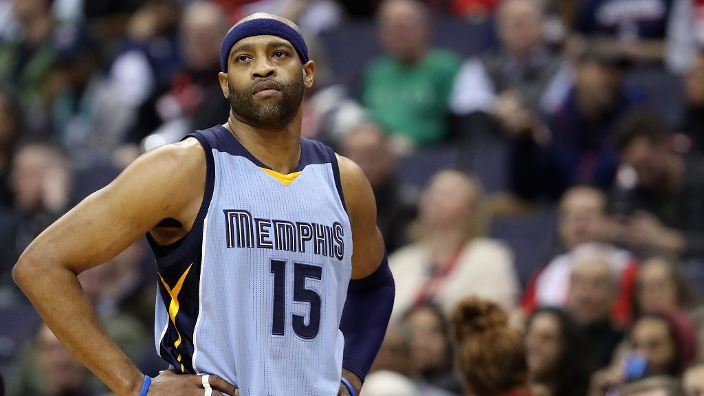 WASHINGTON, DC - JANUARY 18: Vince Carter #15 of the Memphis Grizzlies looks on against the Washington Wizards at Verizon Center on January 18, 2017 in Washington, DC. NOTE TO USER: User expressly acknowledges and agrees that, by downloading and or using this photograph, User is consenting to the terms and conditions of the Getty Images License Agreement.   Rob Carr/Getty Images/AFP