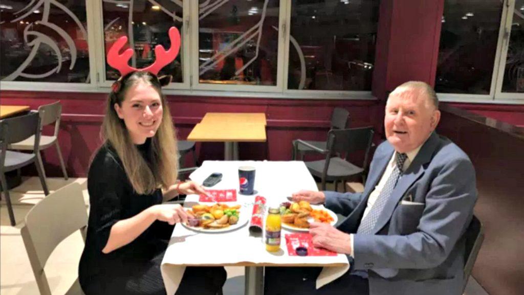 fiatal hölgy randi idősebb ember