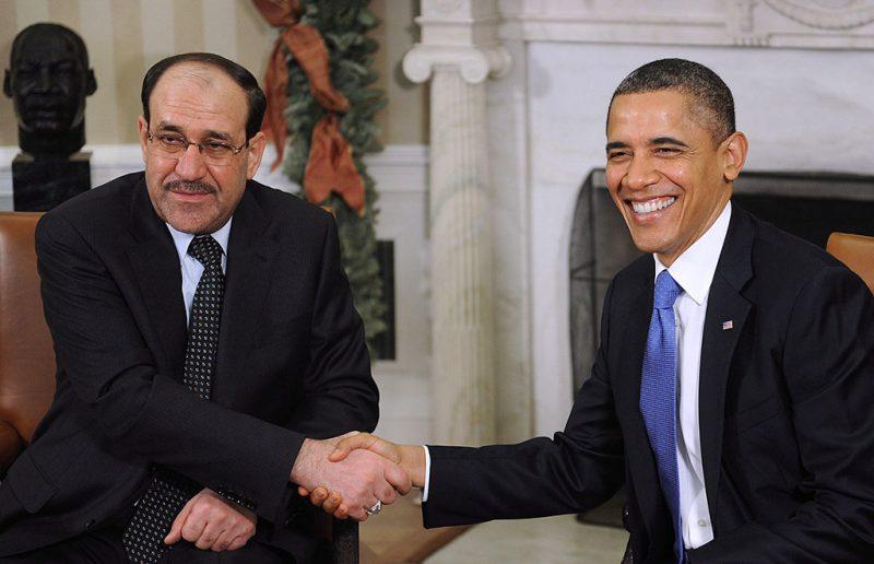 Washington, 2011. december 12.Barack OBAMA amerikai elnök (j) kezet fog Núri al-MÁLIKI iraki miniszterelnökkel a washingtoni Fehér Ház Ovális irodájában. Falah al-Fajjád, az iraki kormány biztonságpolitikai tanácsadója szerint a NATO 2011 után nem hosszabbítja meg a szövetség iraki kiképzőinek misszióját. (MTI/EPA/Olivier Hoslet)