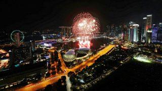 Szingapúr, 2016. december 31. Tûzijátékkal köszöntik a 2017-es esztendõt a városállam Marina-öblében 2016. december 31-én. (MTI/EPA/Wallace Woon)