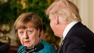 Washington, 2017. március 17. Donald Trump amerikai elnök (j) és Angela Merkel német kancellár sajtótájékoztatót tart a washingtoni Fehér Házban 2017. március 17-én. (MTI/EPA/Clemens Bilan)