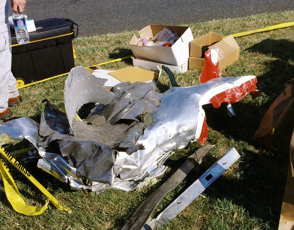 Arlington, 2017. március 31.A Szövetségi Nyomozó Iroda, az FBI által 2017. március 31-én közzétett, korábban még nem közölt, dátumozatlan kép az amerikai védelmi minisztérium, a Pentagon arlingtoni épületébe csapódott, eltérített American Airlines 77-es járatának maradványáról a 2001. szeptember 11-i repülőgépes terrortámadás után. (MTI/EPA/FBI)