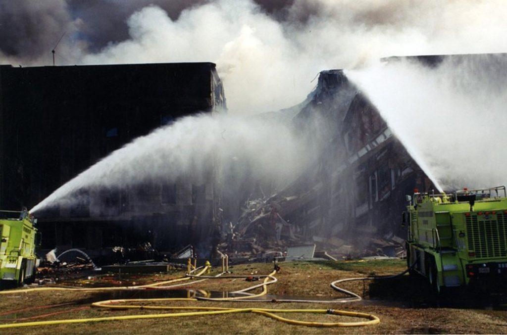 Arlington, 2017. március 31.A Szövetségi Nyomozó Iroda, az FBI által 2017. március 31-én közzétett, korábban még nem közölt, dátumozatlan kép az amerikai védelmi minisztérium, a Pentagon rommá vált épületszárnyáról Arlingtonban a 2001. szeptember 11-i repülőgépes terrortámadás után. (MTI/EPA/FBI)