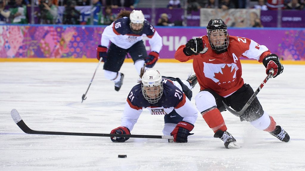Canada's Hayley Wickenheiser (R) vies with US Hilary Knight during the Women's Ice Hockey Gold Medal Game between Canada and USA at the Bolshoy Ice Dome during the Sochi Winter Olympics on February 20, 2014.     AFP PHOTO / JUNG YEON-JE / AFP PHOTO / JUNG YEON-JE