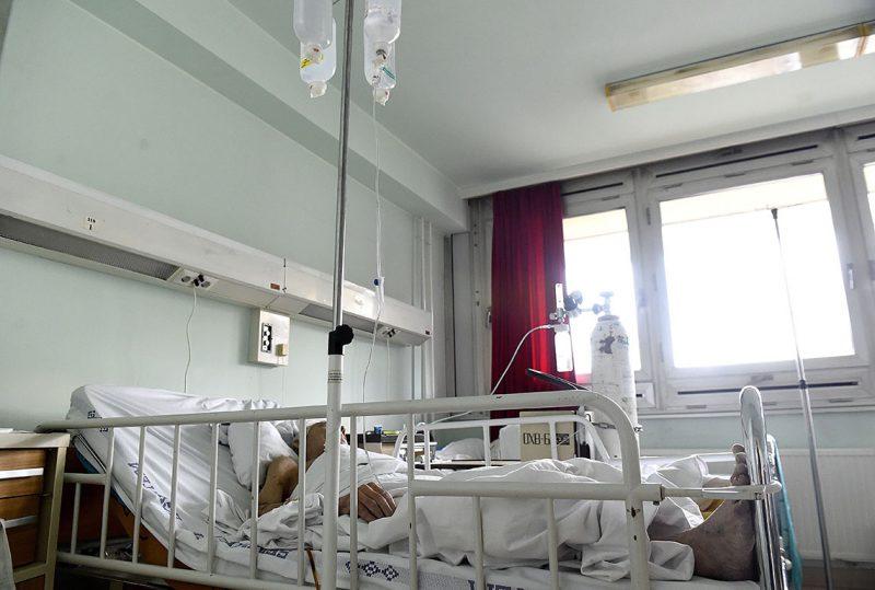Budapest, 2017. február 23.Egy beteg az óbudai  Szent Margit Kórház megújulás előtt álló gasztroenterológiai osztályán 2017. február 23-án. Ezen a napon az egészségügyi intézmény fejlesztéséről tartottak sajtótájékoztatót, amelyen elhangzott, hogy idén több mint kétszázmillió forintból folytatódik a kórház megújulása.MTI Fotó: Bruzák Noémi