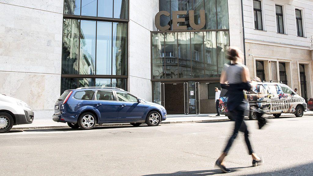 Budapest, 2016. szeptember 15.A Közép-európai Egyetem (CEU) új, energiahatékony, Budapest belvárosában lévő épülete 2016. szeptember 15-én, az ünnepélyes átadás napján.MTI Fotó: Marjai János