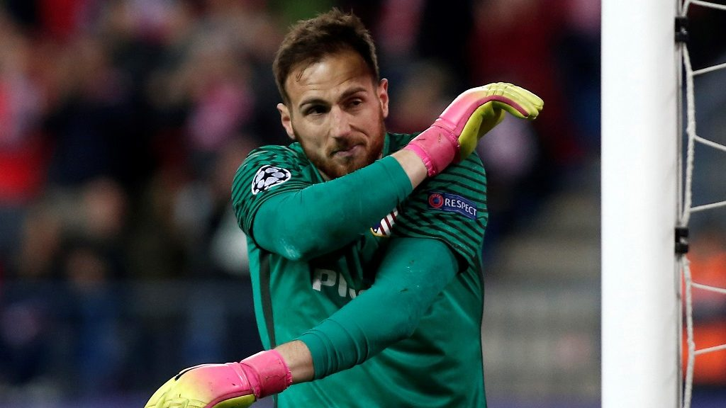 MADRID, SPAIN - MARCH 15: Atletico Madrid's goalkeeper Jan Oblak gestures during the UEFA Champions League Round of 16 football match between Atletico Madrid and Bayer 04 Leverkusen at Vicente Calderon Stadium in Madrid, Spain on March 15, 2017.     Burak Akbulut / Anadolu Agency